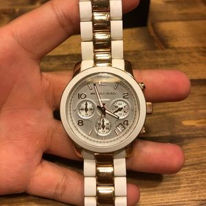Michael Kors Rose Gold & white